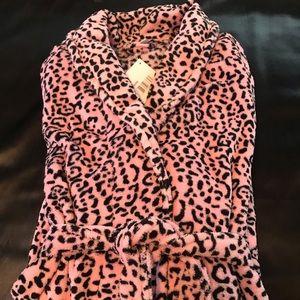 Ulta NWT Pink and Black Leopard Fleece Robe L/XL